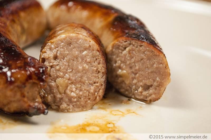 Dattel-Erdnuss-Bratwurst_mit_Frischkäse_7